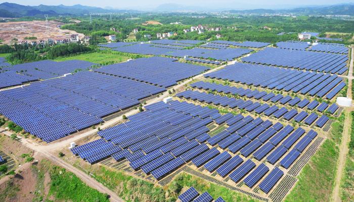 在空地,屋顶建分布式光伏电站 分布式光伏电站规模较小,可建在小型